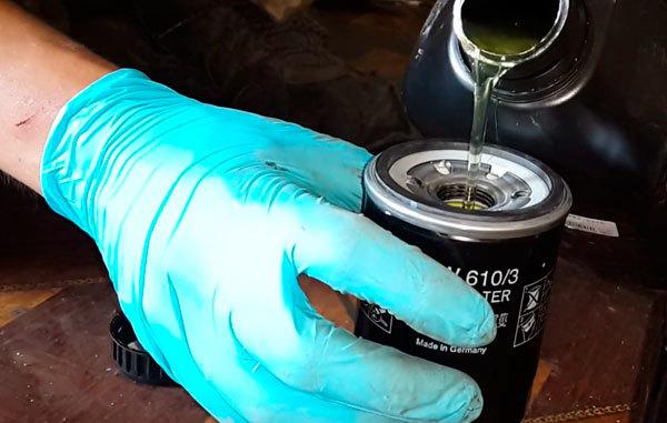 Сколько литров масла нужно заливать в двигатель Мицубиси Аутлендер ХЛ 2.0, 2.2, 2.4, 3.0