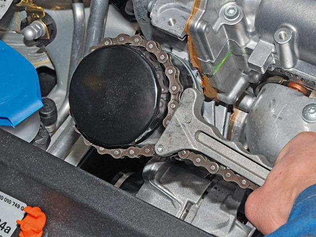 Какое масло лучше заливать в двигатель Фольксваген Поло, объем масла
