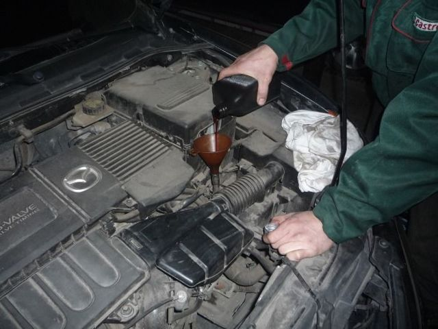 Сколько литров масла заливать в коробку передач Мазды 3
