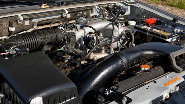 Сколько литров масла нужно заливать в двигатель Мицубиси Паджеро 3.0, 3.2, 3.5, 3.8