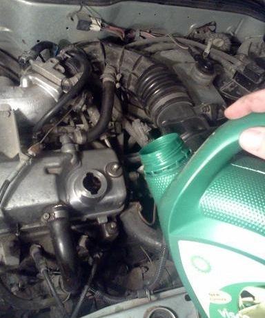 Какое масло лучше заливать в двигатель ВАЗ 2114: 8 и 16 клапанные 1.5 и 1.6 литра