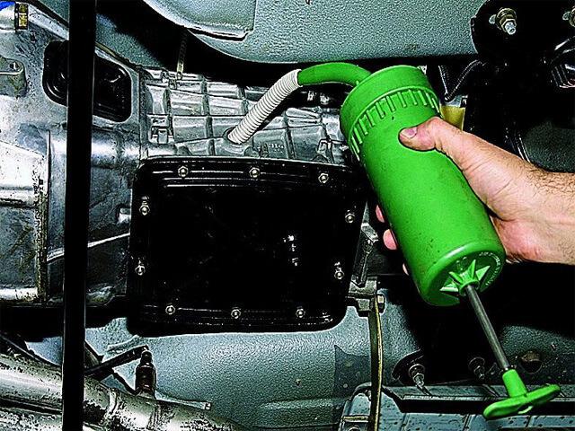 Сколько литров масла заливать в коробку передач Шевроле Нива