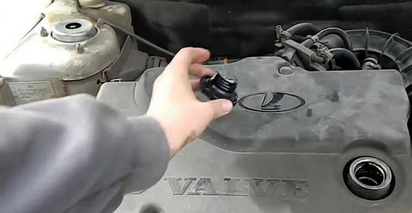 Какое масло лучше заливать в двигатель ВАЗ-2112