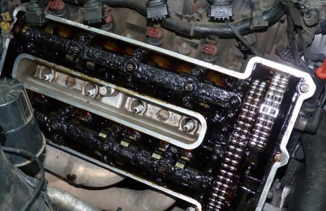 Сколько литров масла нужно заливать в двигатель Крайслер Вояджер 2.4, 2.5, 2.8, 3.3, 3.6, 3.8
