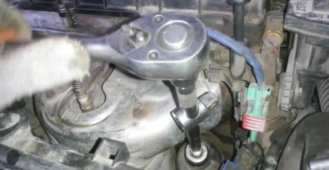 Какое масло заливать в двигатель Ситроен С4 Пикассо
