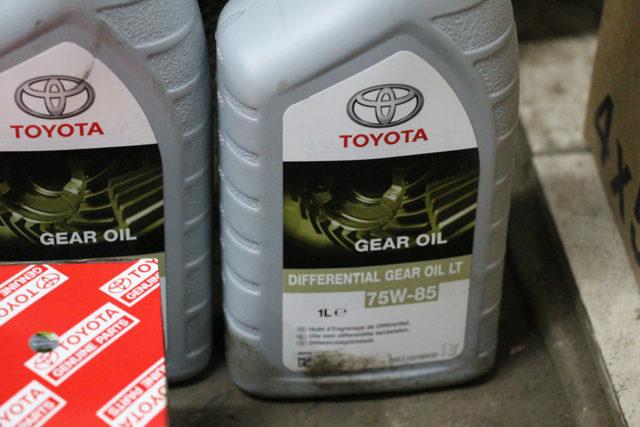 Сколько литров масла нужно заливать в двигатель 3.5 Тойота Хайлендер