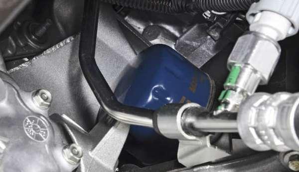 Сколько литров масла заливать в двигатель Рено Сандеро