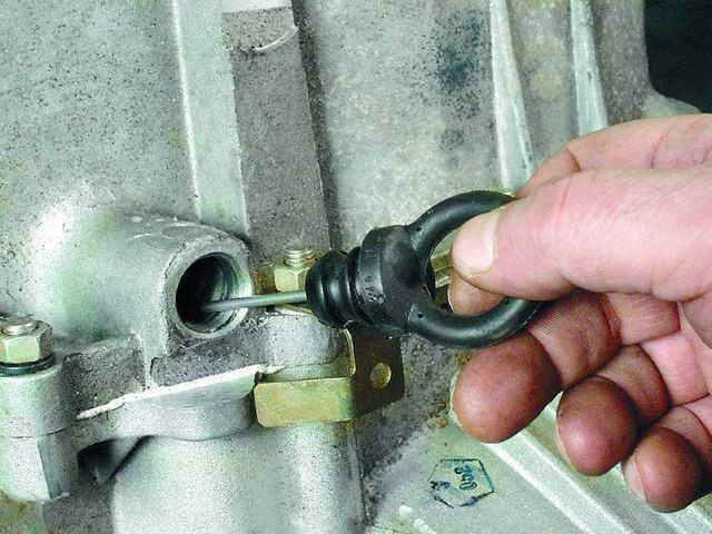 Сколько литров масла заливать в механическую коробку передач Лады Гранты