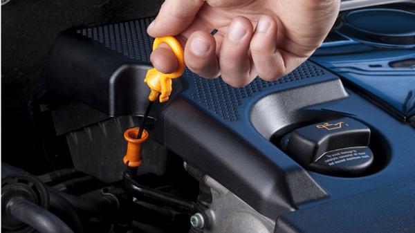 Замена масла в двигателе 1.4 Рено Логан своими руками - видео пособие