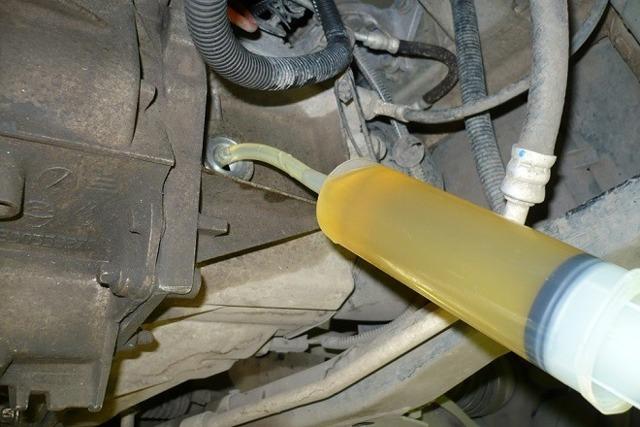 Сколько нужно литров масла для механической коробки передач Рено Символ