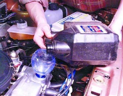 Сколько литров масла нужно заливать в двигатель ВАЗ-2109 инжектор и карбюратор