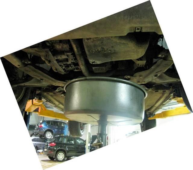 Сколько литров масла нужно заливать в двигатель Ленд Ровер Фрилендер 1.8, 2.0, 2.2, 2.5, 3.2