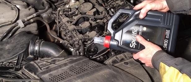 Сколько литров масла нужно заливать в двигатель Ауди А5 1.8, 2.0, 2.7, 3.0, 3.2, 4.2