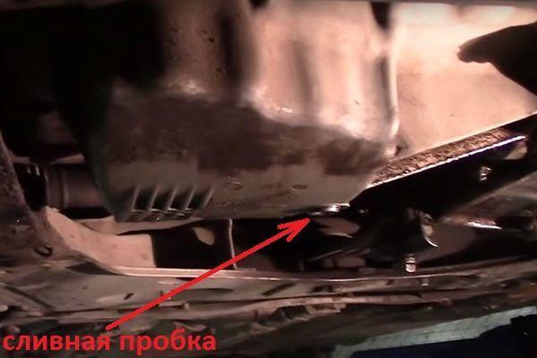 Сколько литров масла нужно заливать в двигатель Рено Аркана 1.3, 1.6