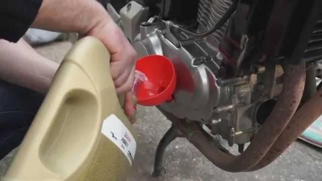 Какое масло лучше заливать в двигатель мотоцикла УРАЛ