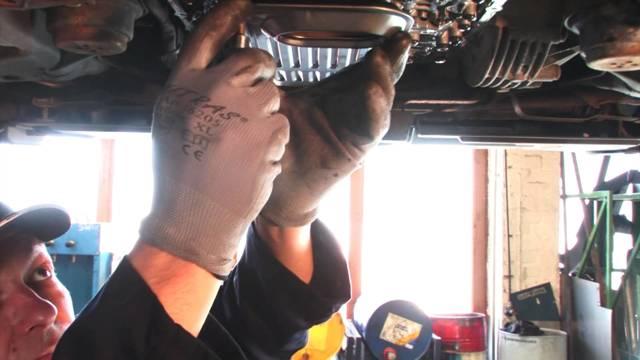 Сколько нужно литров масла для механической коробки передач Ауди А6 С5