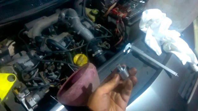 Какое масло лучше заливать в двигатель Рено Логан 1.4