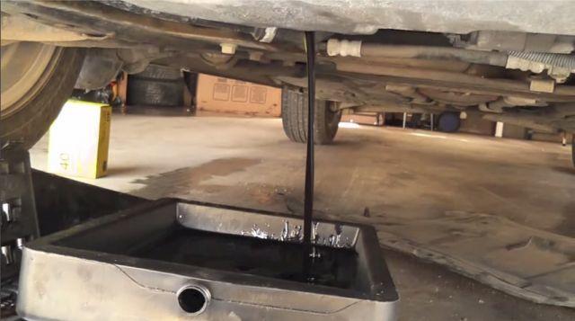 Сколько литров масла нужно заливать в двигатель Вольво ХС70 2.0, 2.4, 3.0, 3.2