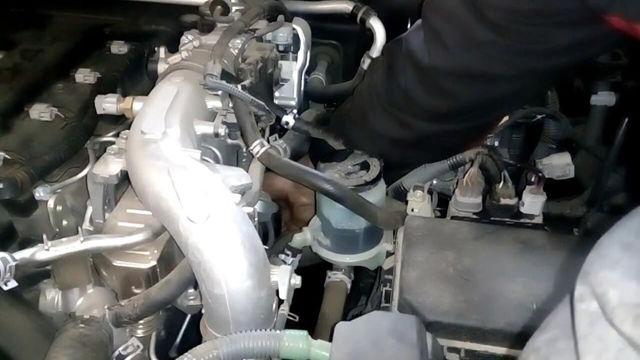Какое масло заливать в двигатель Тойота Ленд Крузер Прадо