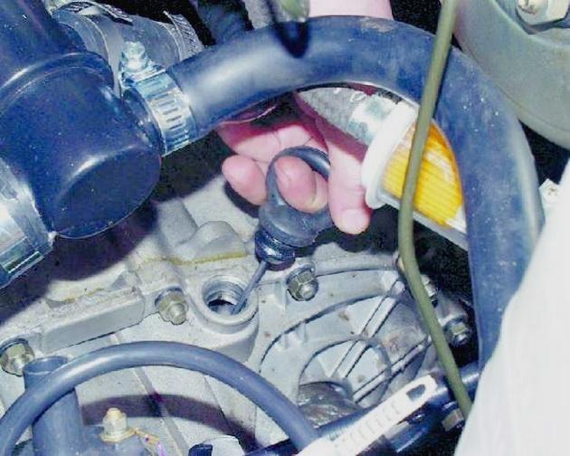 Сколько литров масла нужно заливать в коробку передач ВАЗ 2114