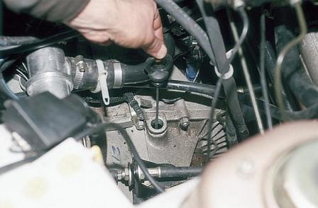 Сколько литров масла нужно в коробку передач Шевроле Ланос 1.5