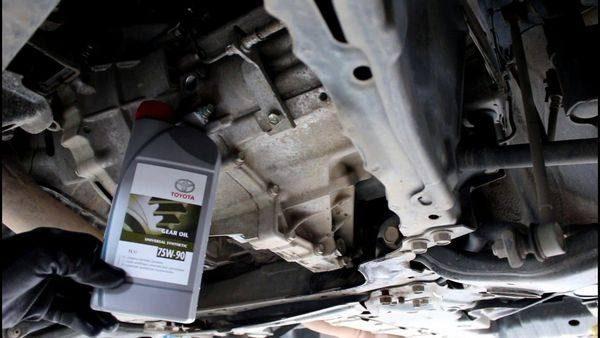 Какое масло лучше заливать в двигатель Тойота Рав 4