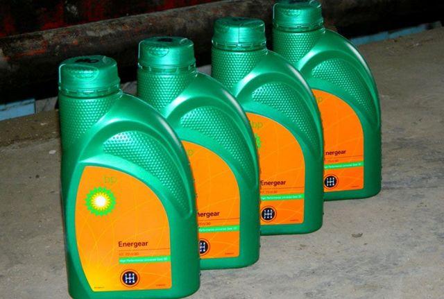 Сколько нужно литров масла для механической коробки передач Ауди 100