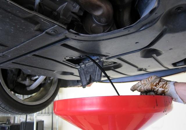 Какое масло заливать в двигатель Тойота Ленд Крузер 200