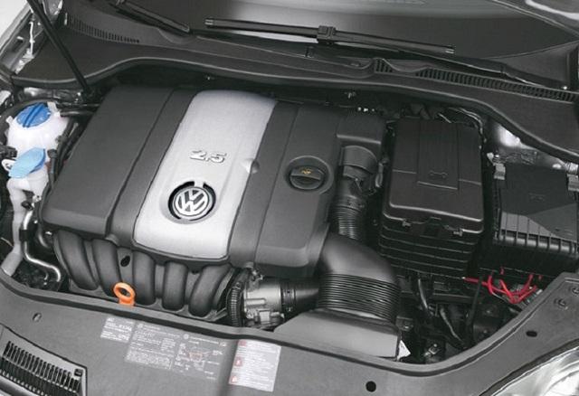 Сколько литров масла заливать в двигатель Фольксваген Джетта 5 поколение