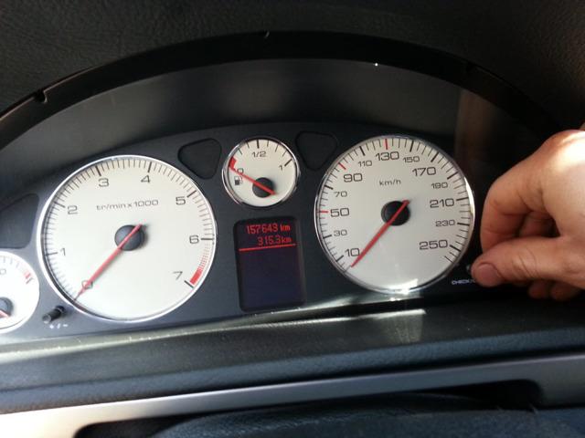 Сколько литров масла нужно заливать в двигатель Пежо 407 2.0, 2.2, 2.9
