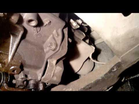 Сколько нужно литров масла для механической коробки передач Рено Логан 1.4
