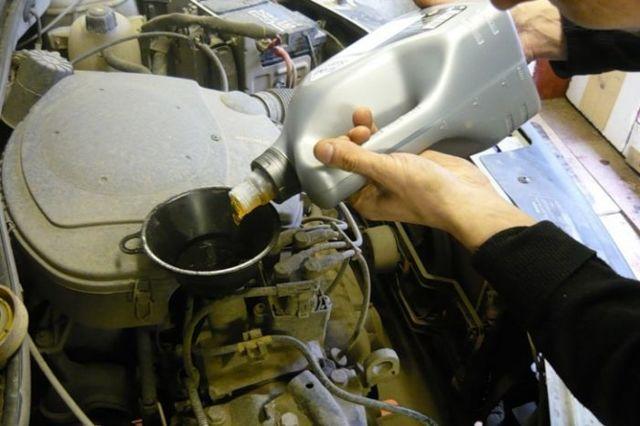 Какое масло заливать в двигатель Рено Логан 1.4