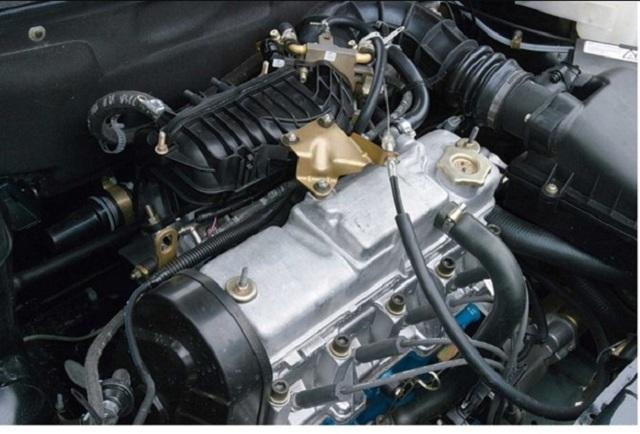 Сколько литров масла заливать в двигатель Лады Калина 1 и 2 поколения