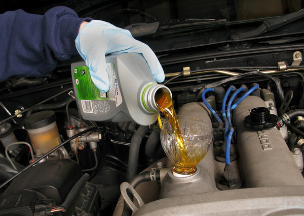 Сколько литров масла нужно заливать в двигатель Мазда Фамилия 1.1, 1.3, 1.4, 1.5, 1.6, 1.7, 1.8, 1.9, 2.0