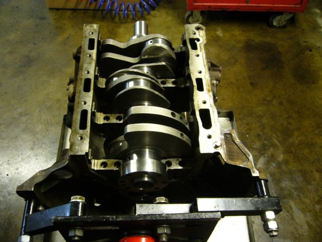 Сколько литров масла нужно заливать в двигатель Ленд Ровер Дискавери 2.7, 3.0, 4.4, 5.0