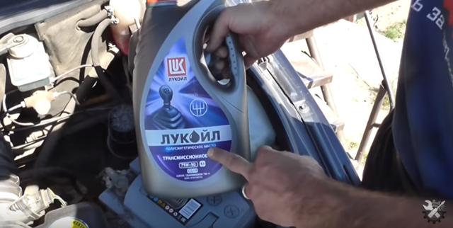 Замена масла в коробке (КПП) ВАЗ-2110 своими руками видео