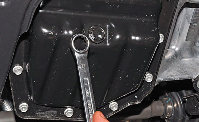 Замена масла в двигателе Киа Рио 3 поколения своими руками - видео
