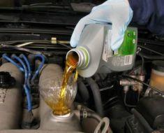 Сколько литров масла заливать в двигатель 1.3, 1.5, 1.6 Хендай Акцент
