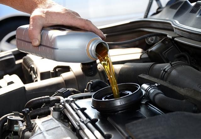 Какое масло заливать в двигатель Мазда СХ-5