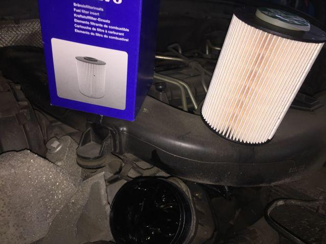 Сколько масла в двигателе Вольво s40