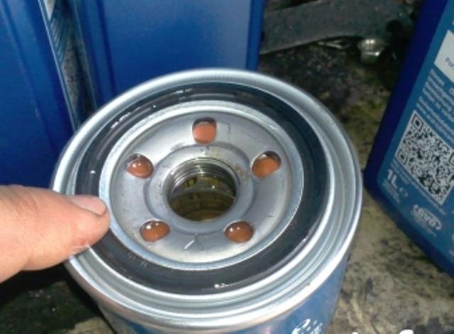 Сколько литров масла нужно заливать в двигатель Мицубиси Лансер 9 1.3, 1.5, 1.8, 2.0