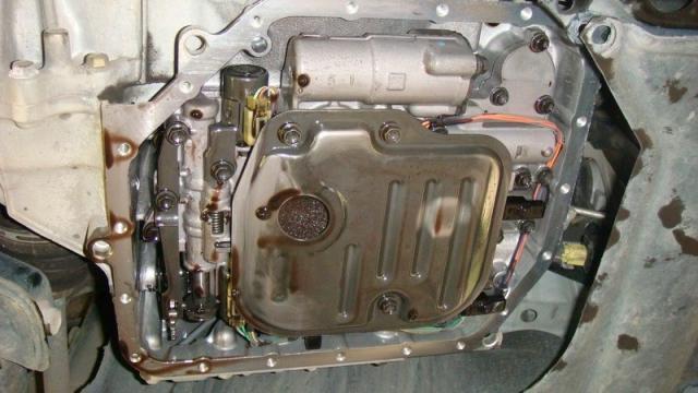 Замена масла в АКПП Тойота Королла 120 совими руками видео