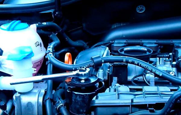 Сколько литров масла нужно заливать в двигатель Фольксваген Тигуан 1.4 150 л.с.