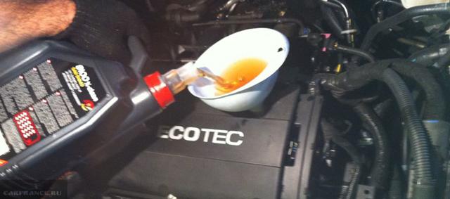 Сколько литров масла нужно заливать в двигатель Опель Мокка 1.4, 1.8