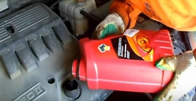 Сколько литров масла нужно заливать в двигатель 1.4 и 1.6 Шевроле Лачетти