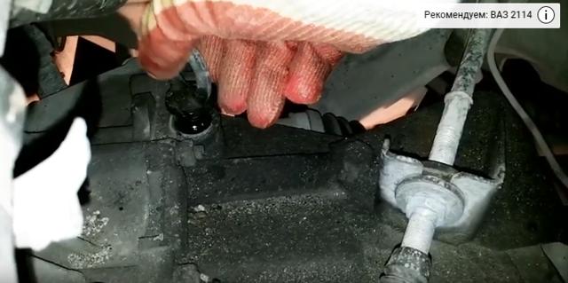 Замена масла в коробке (МКПП) ВАЗ 2114 своими руками видео