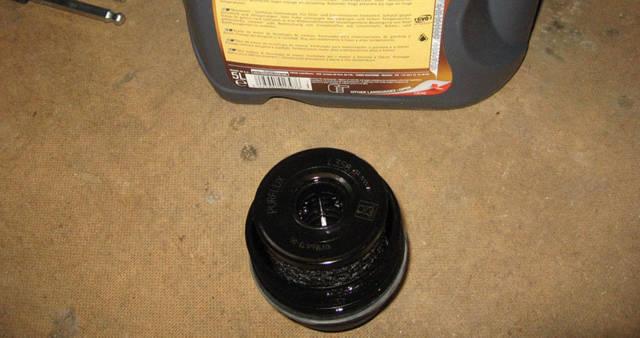 Сколько литров масла нужно заливать в двигатель Пежо 408 1.6