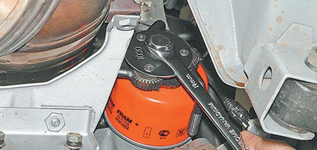 Замена масла в двигателе Лада Приора 16 клапанов своими руками на видео