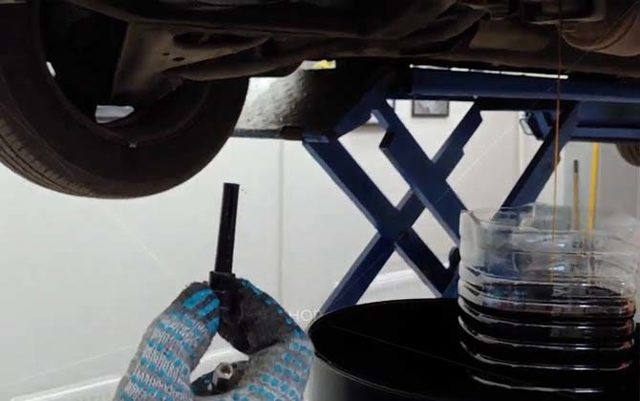 Замена масла в АКПП Рено Сандеро своими руками - видео инструкция