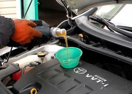 Сколько масла в двигателе Тойота Королла